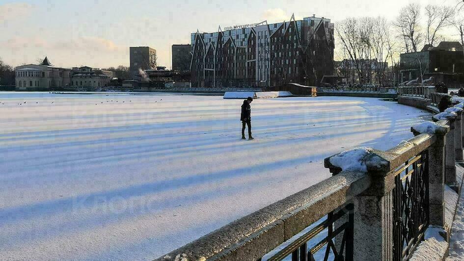 В Калининграде подростки вышли на тонкий лёд Верхнего озера (фото) - Новости Калининграда | Фото очевидца